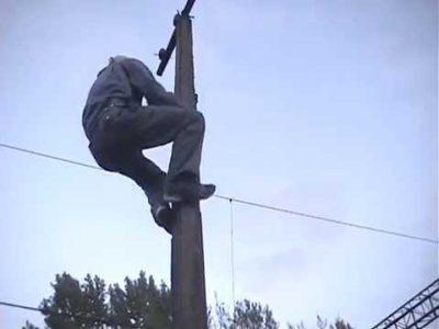 как залезть на столб без когтей