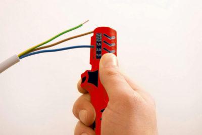 как зачистить провода от изоляции