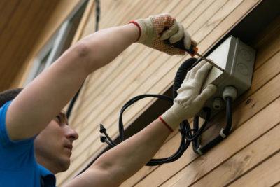 как подвести электричество к дому от столба