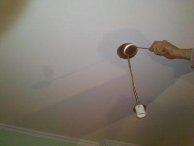 как повесить люстру на кухне