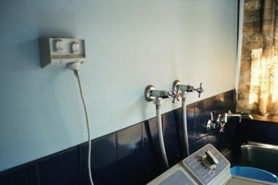 как сделать розетку в ванной