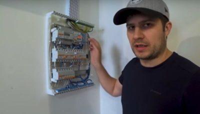 скачки напряжения в электросети что делать