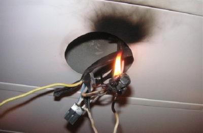 почему светодиодная лампа тускло горит