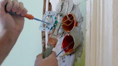 как починить розетку в стене