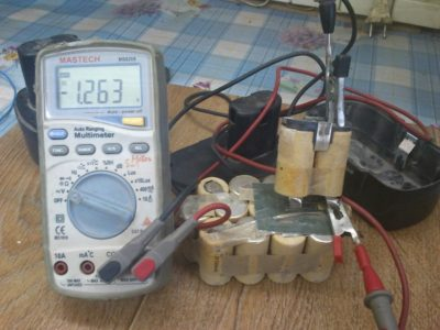 как измерить напряжение мультиметром в розетке 220в