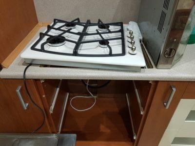 где установить розетку для варочной панели