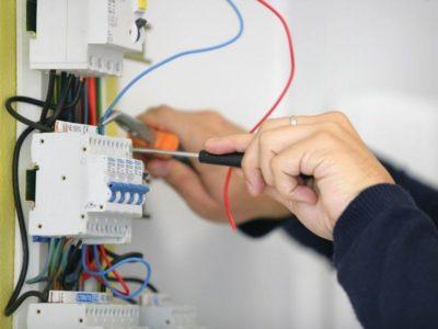 как включить электричество в щитке