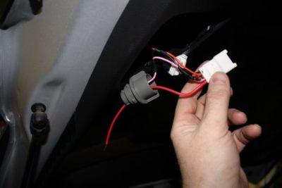как заменить лампочку стоп сигнала