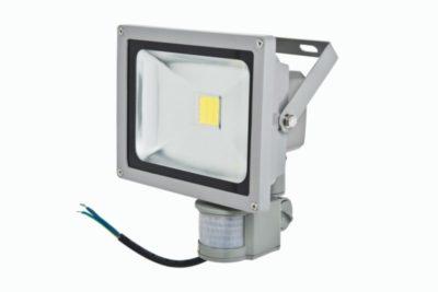 почему светодиодный прожектор светится в выключенном состоянии