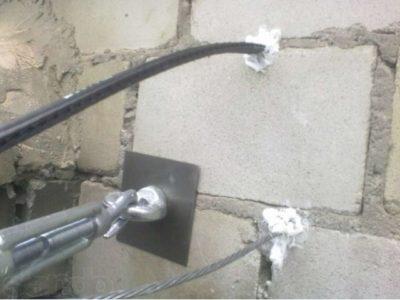 как протянуть кабель в трубе