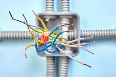 как подключить провода в распределительной коробке